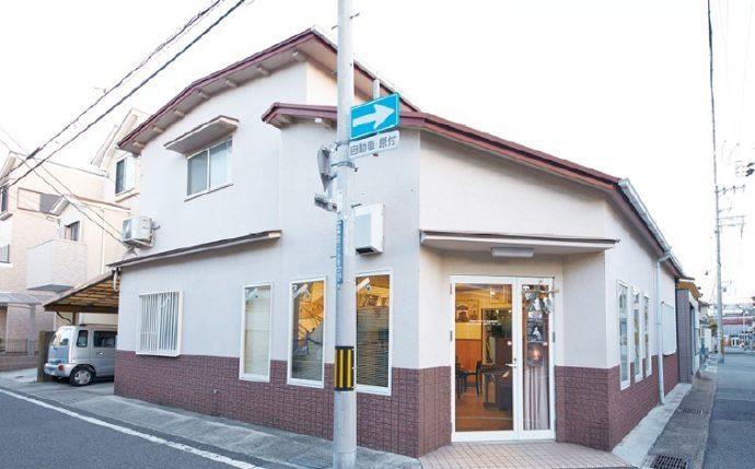 昭和5年、ピアノの修理工場として創業。現在も創業・東灘区魚崎に工房を構える