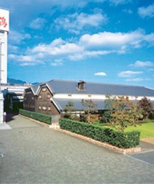 白鶴酒造資料館。大正初期建造の酒蔵を改造し、 伝統的な酒造りを現代に伝える