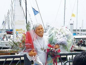 単独太平洋横断に成功した堀江謙一氏は名誉会員