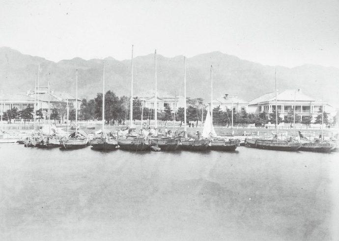 居留地海岸「神戸写真帳」明治中期(神戸市立博物館蔵)