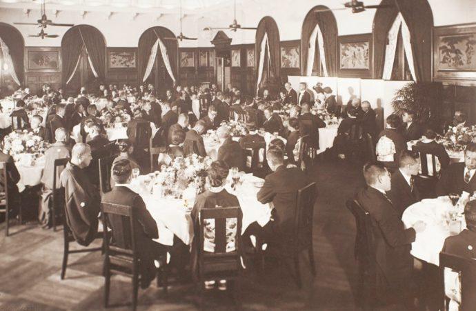 かつて「オリエンタルホテル」で結婚式を挙げた地元名士から提供された写真