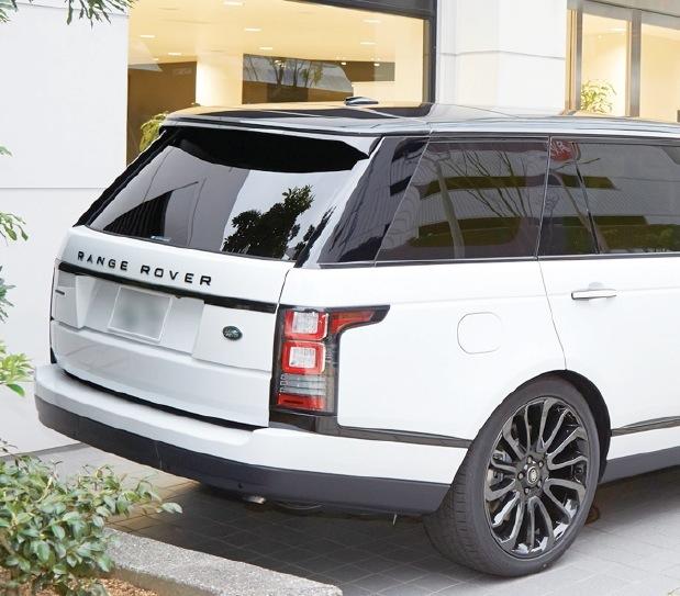 白と黒とのコントラストが美しいデザイン