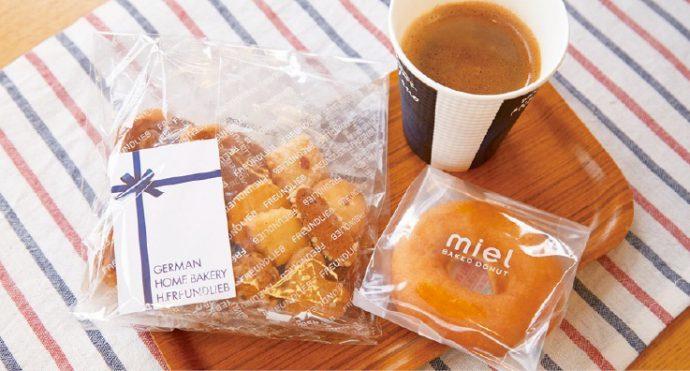 ブレンドコーヒー(310円)、焼きドーナツ(250円)、フロインドリーブのミックスクッキー(648円)