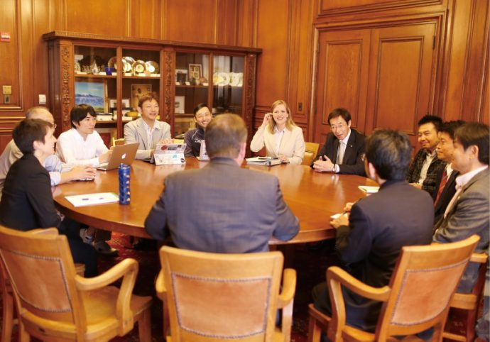 久元神戸市長に随行して、海外でシティーセールスを行う