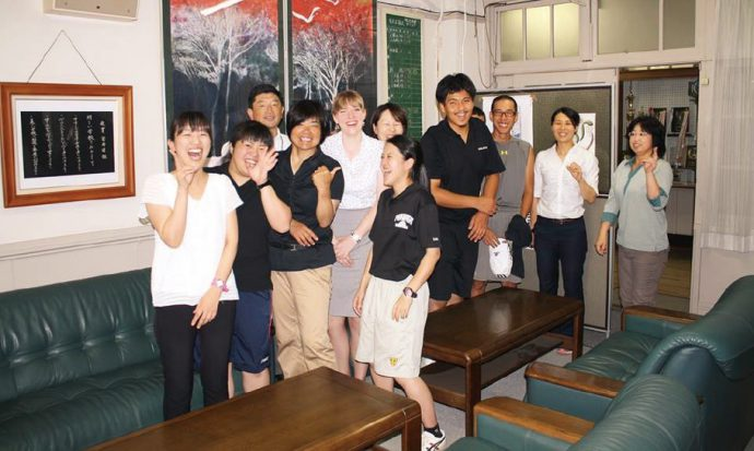 ALT(外国語指導補助)時代、湊川中学校の先生と共に