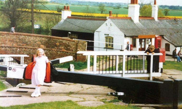 母国イギリスでの幼少期の思い出の一枚