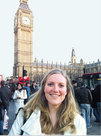 イギリスの首都ロンドン、ビッグ・ベンの前で
