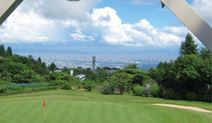 クラブハウスからは、神戸の街並みを見渡すことができる