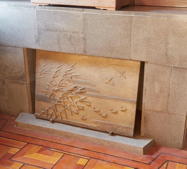邸宅の象徴でもあるマントルピース。意匠には村野の遊び心が見てとれる