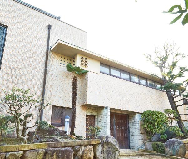 山芦屋に佇む中山悦治邸は、昭和9年(1934)の竣工