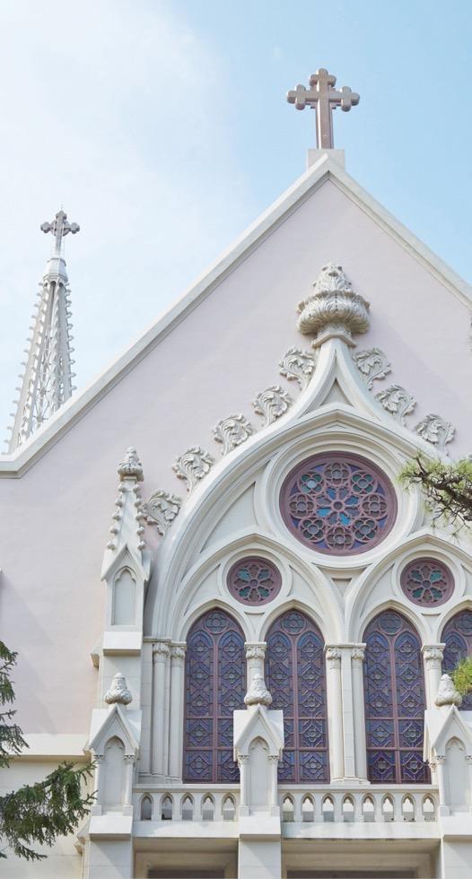 ヨゼフ梅木省三氏によって設計され、昭和7年(1932)に完成した。 ネオ・ゴシック様式の壮麗な外観と美しいステンドグラスは、夙川のシンボル