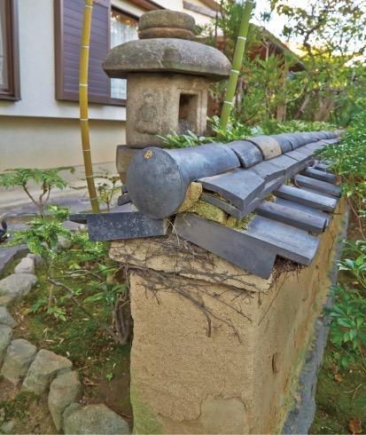 庭園に残る土壁は、戦後すぐに小磯邸が完成した頃のもの
