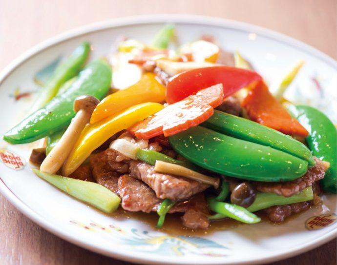神戸牛の季節野菜炒め(小2600円、大4100円)
