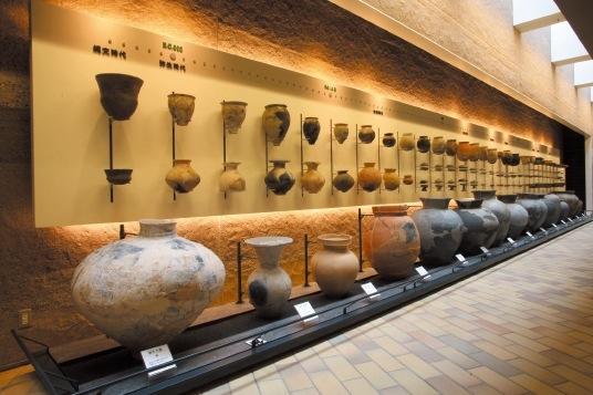 「ときのギャラリー」は、縄文時代から江戸時代までの土器の変遷を展示したコーナー