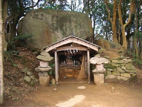 「石上神社」と呼ばれる、舟木遺跡中央部にある巨石祭祀跡