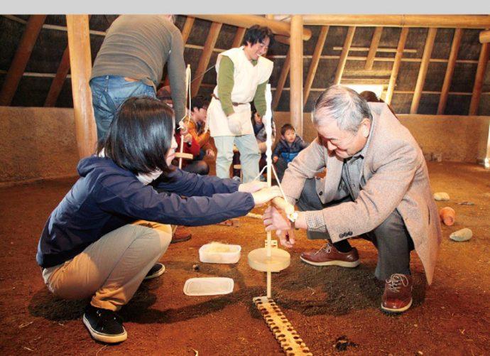 """遺跡内に復元された竪穴建物""""ごっさ鉄器工房""""で、 イベント時には鍛冶体験などもできる"""