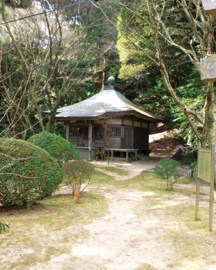 常隆寺は、淡路廃帝・淳仁天皇が、天平宝字8年に父の舎人親王のために創建した