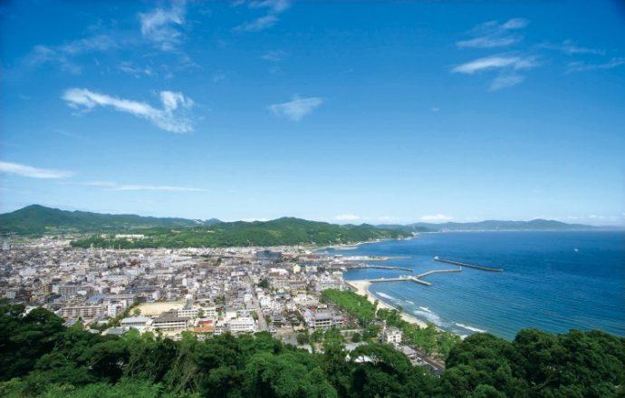 模擬天守閣より望む、洲本市街地や紀淡海峡の大パノラマ