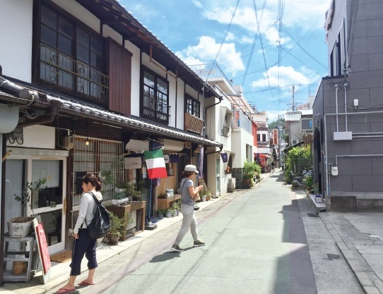 「レトロなまち歩き」は、参加者、住民、観光客が一体になって、城下町の魅力を再発見する 春と秋、年2回のイベント