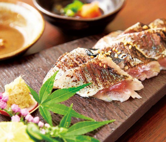 なんといっても旬の鮮魚がおすすめ。「新さんま〆炙り ポン酢と肝醤油」