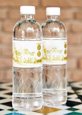 お水は国産「天然シリカ水」を提供