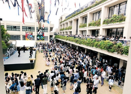 「本校の文化祭はおもしろいですよ」と和田校長