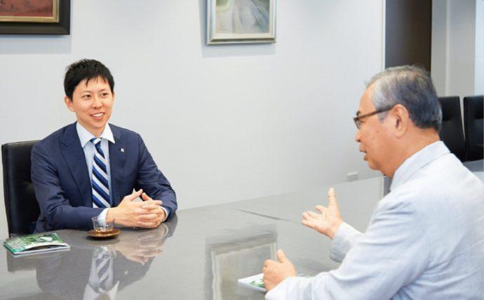 「変化に対応できるのが、本当のグローバル力。それを身に付けさせるのも、私たちの責任です」と和田校長。「私立校と学習塾の枠を越えて、協力させていただきます」と小松原代表