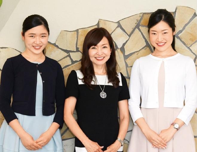 右から長女・美華子(みかこ)さん、お母様・瀬尾美和子さん、次女・美夏子(みなこ)さん