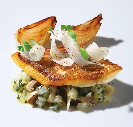 香ばしく焼き上げた鮮魚に 旬の野菜を添えて