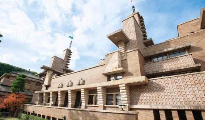 近代建築の巨匠フランク・L・ライトの愛弟子、遠藤新が設計した甲子園会館(旧甲子園ホテル)