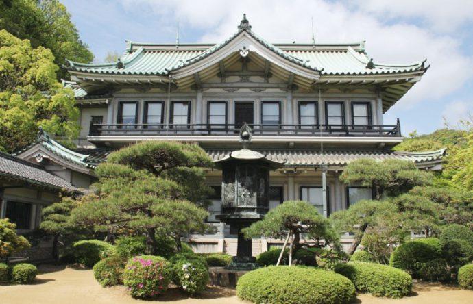 私設美術館のさきがけとなった白鶴美術館は「昭和の正倉院」とも呼ばれた