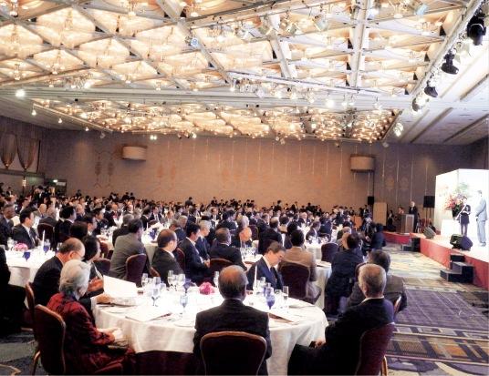 500名を超える来賓が50周年を祝った