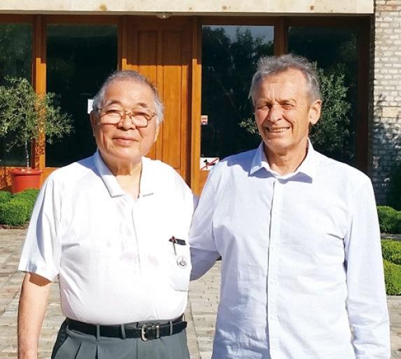 いかりの行光博志会長(左)と、アイコンワイナリー設立者のJanos Konyari氏