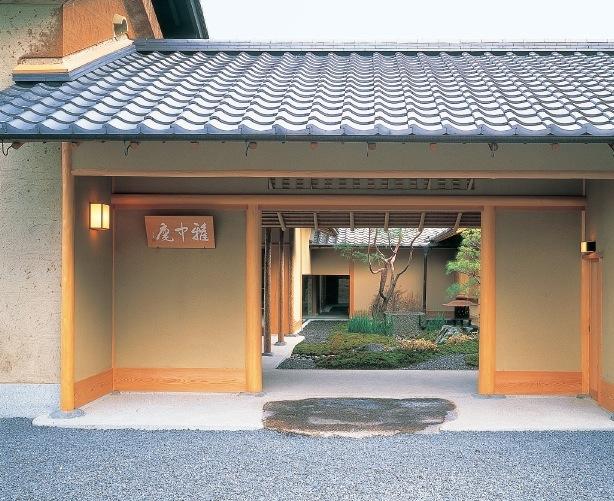 「利休七則」の教えを社員教育に生かす。有馬グランドホテル内には、茶室「雅中庵」がある