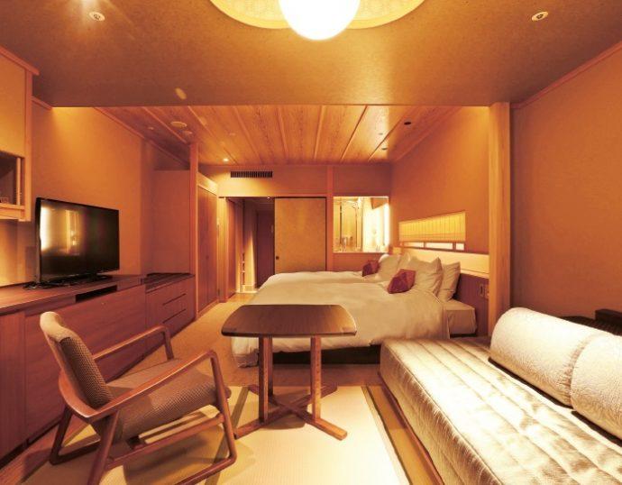 ベッドはシモンズ製のデイベッドもしくはハイダーベッドを備える