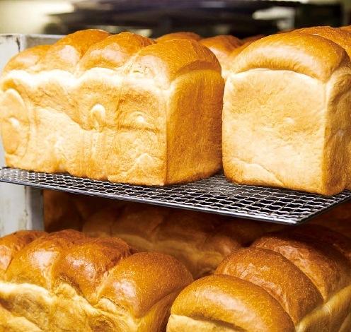 選び抜かれた素材を活かし、独自の製法で美味しいパンを焼き上げる