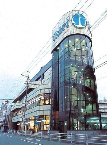 第一号店であり、昭和63年いかりの自社ビルに建て替えた塚口店