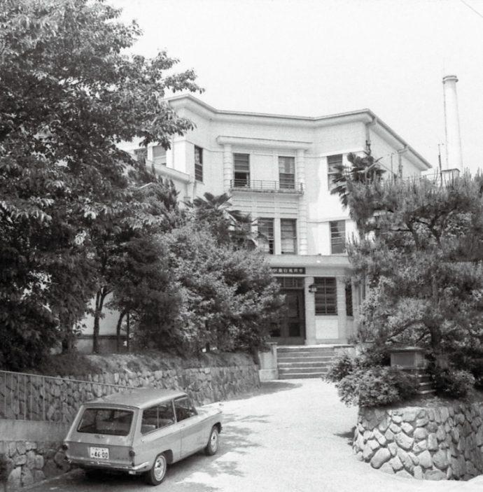 パインクレストは大正末期、殿山町に関西初の本格的なホテルとして建設され、様々な小説に登場する。 西宮市情報公開課所蔵