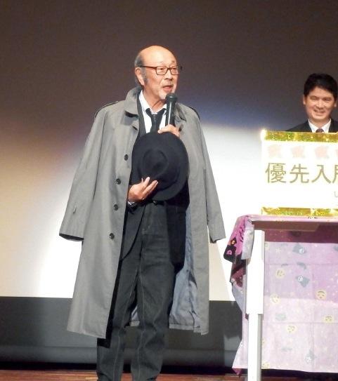 刑事役を演じた佐川満男さん