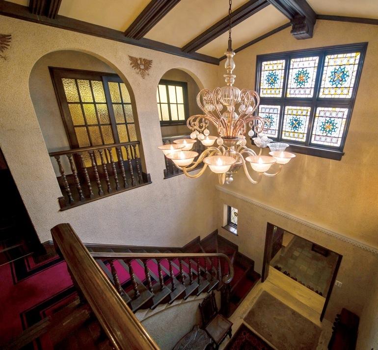 荘厳さの中に美が宿る玄関ホール