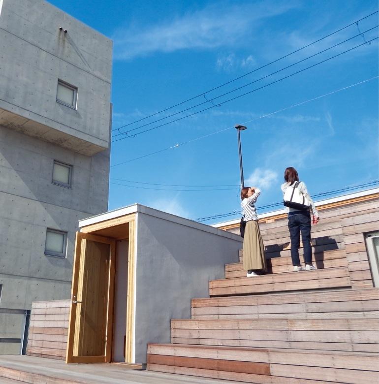 オープンデッキのベンチ階段ももちろんCLT。 東京オリンピックの競技場座席にもこんなふうに使用されるかもしれない。