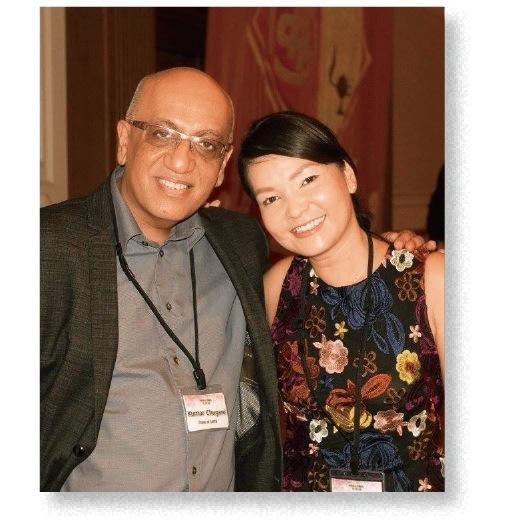 新会長のアマンダ・岩田さん(右)と前会長のチュガニさん