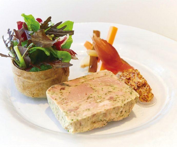 前菜/ブルゴーニュ地方のクラシックな メニュー・ジャンボンペルシエ(豚もも肉のテリーヌ)