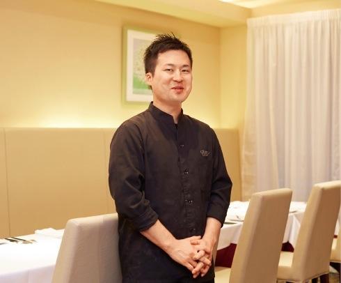 食材とソースやハーブの相性にこだわった料理を追及する、シェフの宮崎陽さん