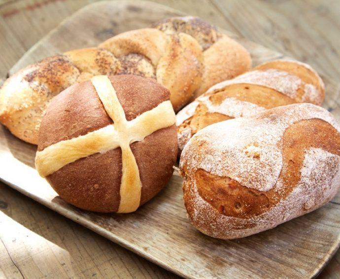 自家製酵母で発酵させたパンは、焼き上げてからも味の熟成が進み、まろやかな味わいに