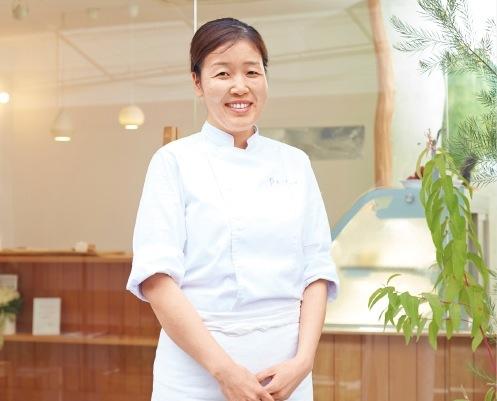 有名スイーツ店で修業ののち、夙川にお店をオープンしたパティシエール・岡﨑純子さん