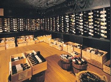 ラ・グルメゾン地下のワインセラー