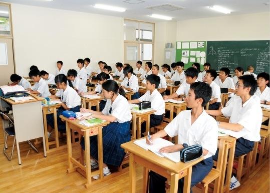 授業は週6日制で、長期休暇でも半分ほどは全員補習を実施