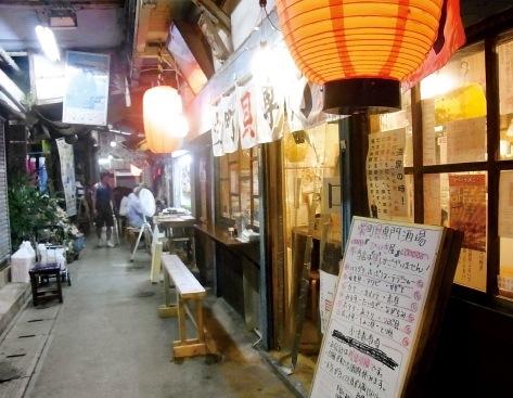 迷路のような市場内の飲み屋を、地元客に交じって、はしご酒も楽しい