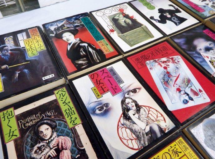 杉本さんイラスト・デザインによる角川文庫の横溝作品。出版社からの要望で重版の際にイラストが刷新された作品も多く、収集家泣かせという